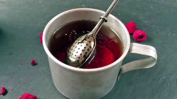 Šálek čaje zpomalené