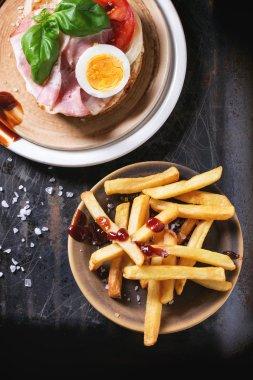 Sandwich wth fried potatoes