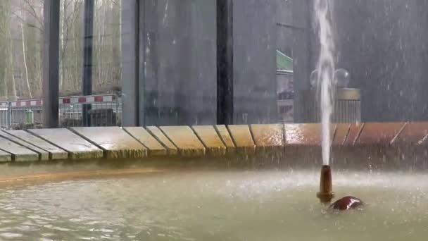 Pramen minerální vody v Karlových Varů, Česká republika, zpomalené