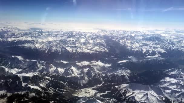 panoramatický výhled na švýcarské Alpy