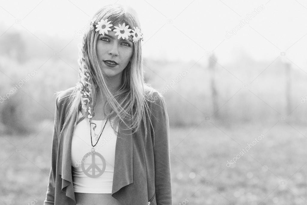 Hippie meisje - 1970 stijl. — Stockfoto