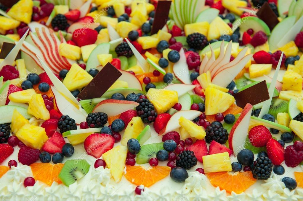 Frisches Gemischtes Obst Hochzeitstorte Stockfoto C Moprand 113527612