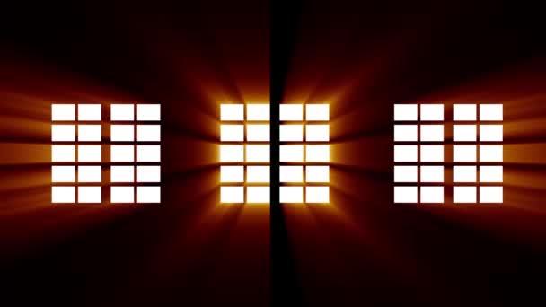 Mozgás az ablakok mentén sor a falon és fényes napfény