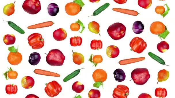 Chutné ovoce a zelenina padá na bílé pozadí