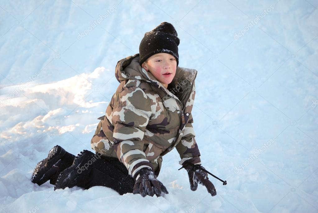 03a95d2fe Cute little boy in camo ski jacket playing in snow. — Stock Photo ...