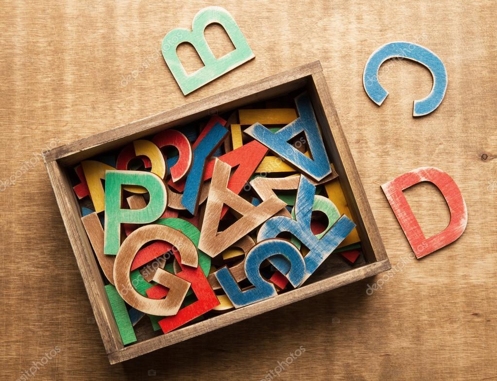 Lettere Di Legno Colorate : Lettere in legno colorato u foto stock colors