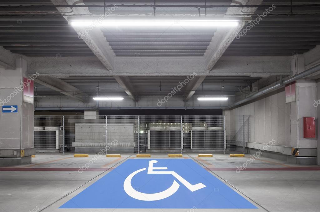 Parkplatz Garage U Innen, Neon U2014 Stockfoto
