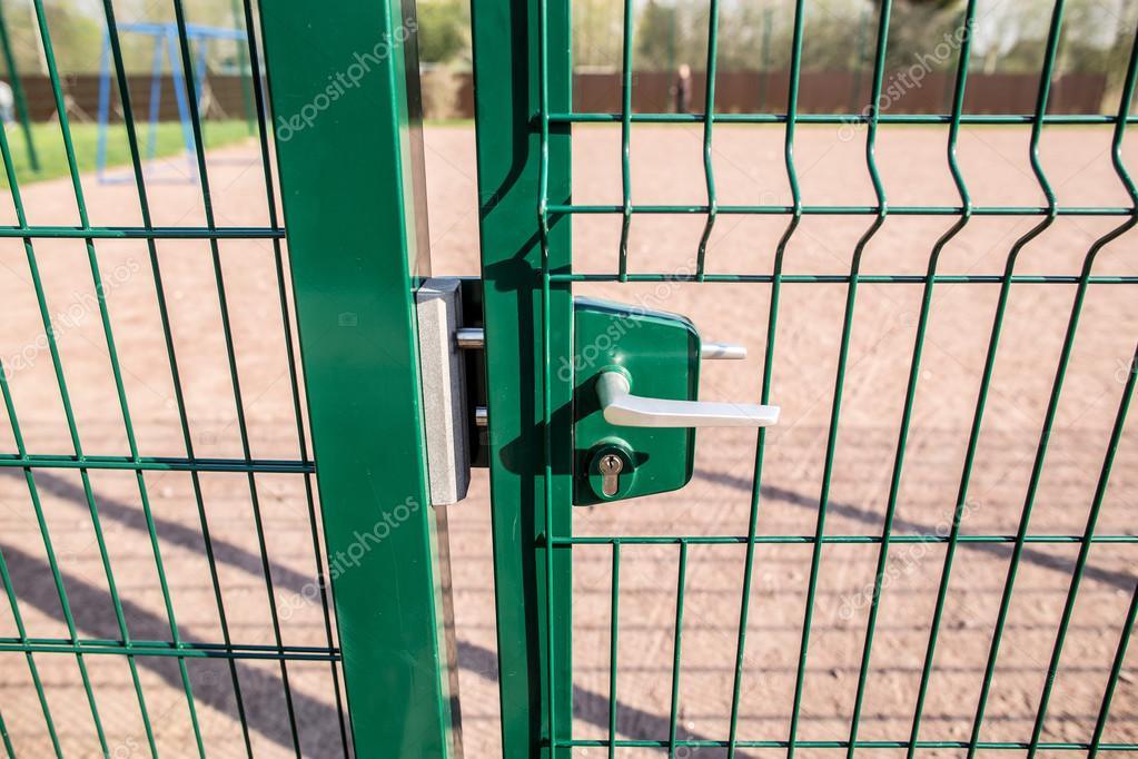 Eintritt in die Spielwiese der Zaun und das Wicket von der ...