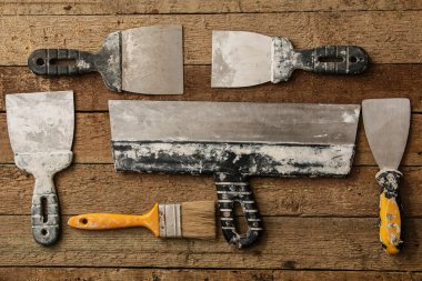 Kit of putty knives