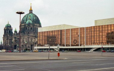 Berlin (Ostberlin), Germany (GDR), Europe, about 1989. Historical photo. Palace of the Republic of the former GDR, seat of the People's Chamber of the GDR and Kulturhaus, Berlin-Mitte, former capital of the GDR.