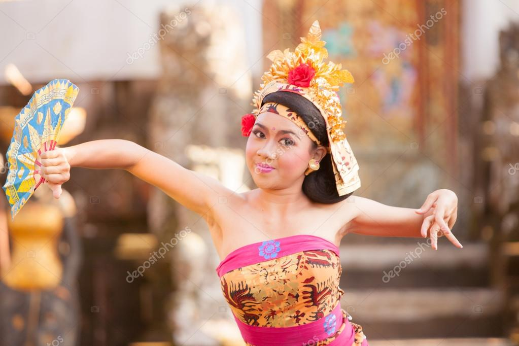 BALI - June 27 : girl performing traditional Indonesian dance at