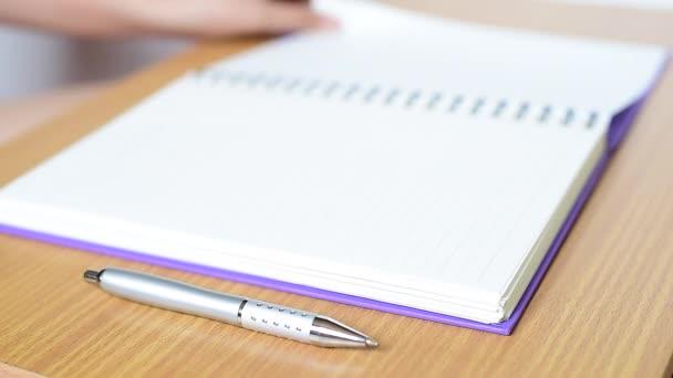 ruční psaní do sešitu
