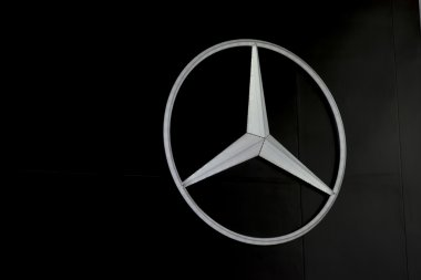BANGKOK,THAILAND - APRIL 4 : mercedes benz logo on April 4,2015