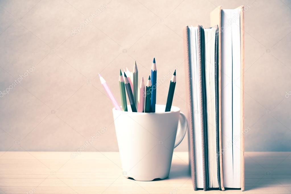 Libros con lápices de colores — Foto de stock © ammza12 #78313974