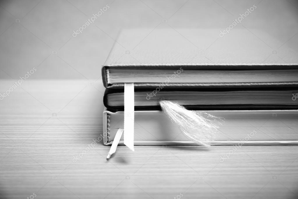 Pile De Livre Noir Et Blanc Couleur Ton Modele