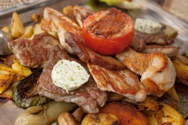 Grilled meat plate