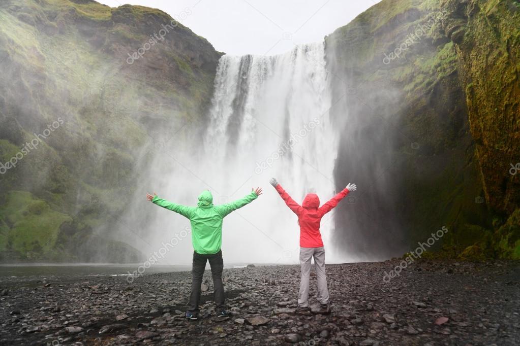 Фотообои People near Skogafoss waterfall in Iceland