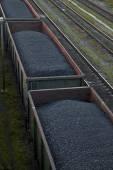 Güterwagen, die Kohle transportieren