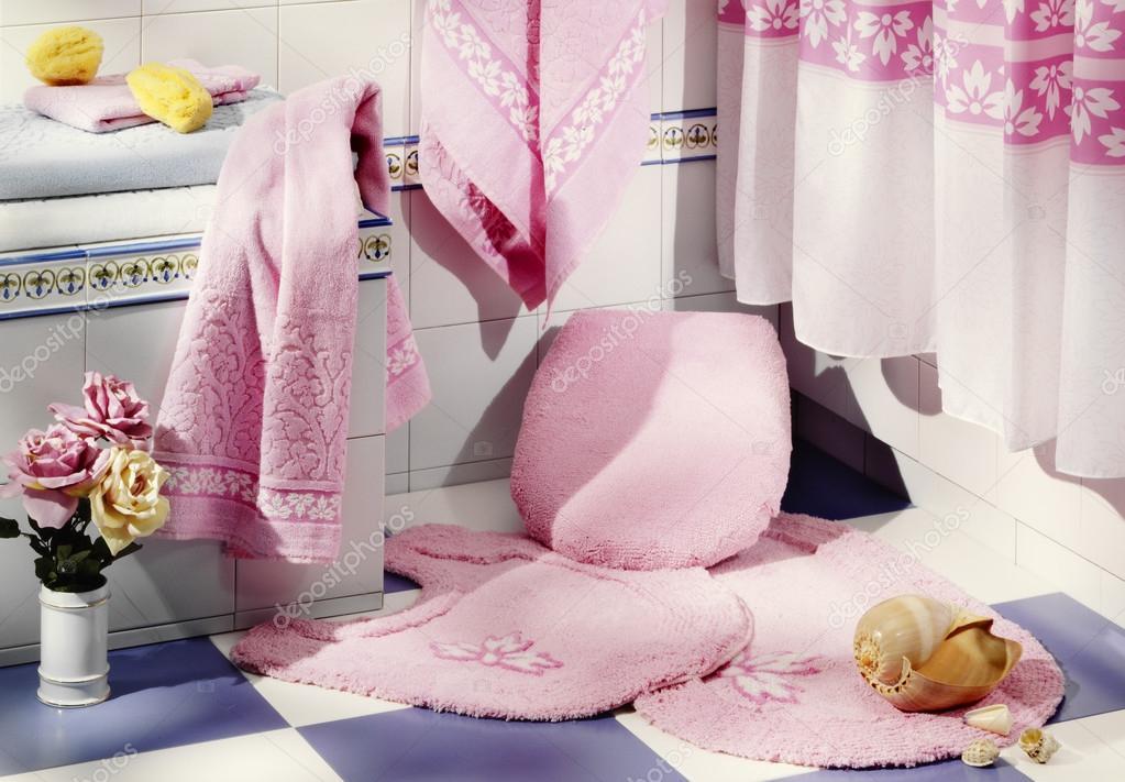 roze badkamer — Stockfoto © estudiosaavedra #52529437