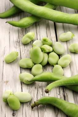 broad beans with pods