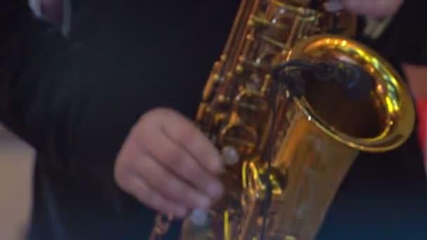 Szaxofon klasszikus hangszer szaxofonos, alt-szaxofon