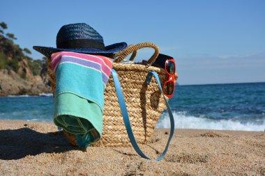 """Картина, постер, плакат, фотообои """"пляжная сумка с книгой, телефоном и солнечными очками """", артикул 99692836"""