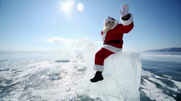 Santa claus na ledu koně