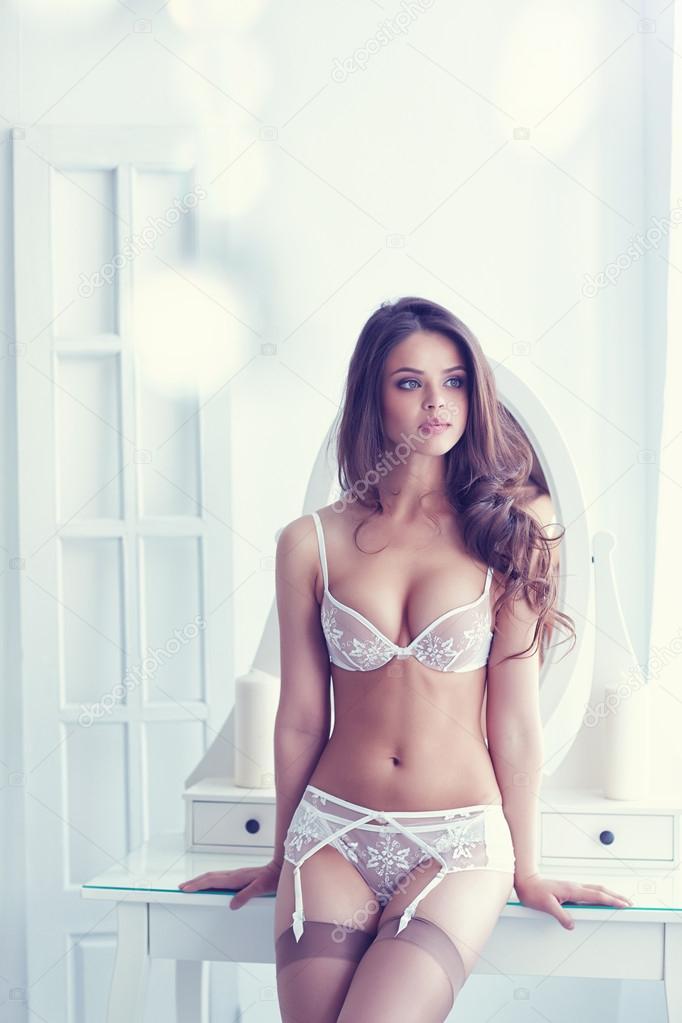 stidlivie-zhenshini-v-bele-foto-porno-russkoe-vzroslaya-i-molodie