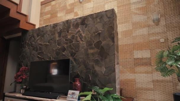 Moderní dům design panning shot - 10 Březen 2021: Yogyakarta, Indonésie