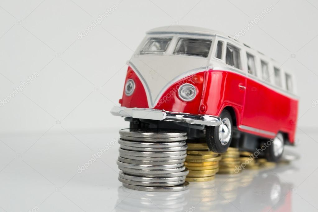 Speelgoedauto Sleutel En Geld Over Wit Huren Kopen Of Verzekering