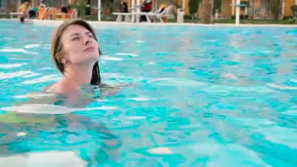 offen oben ohne pool video es