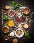 Vielfalt orientalischer Kräuter und Gewürze