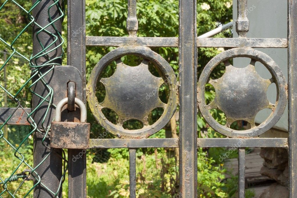 Alte Rostige Sperre Für Ein Metall Tor In Den Garten Das Eiserne