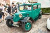 Tisnov, Česká republika - 3. září 2016: tradiční setkání příznivců historických automobilů a motocyklů. Výstava starých automobilů ve městě náměstí Tišnov. Detail veteránů