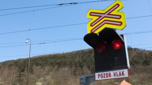 Dopravní světla na přejezdu v České republice, označení Pozor vlak