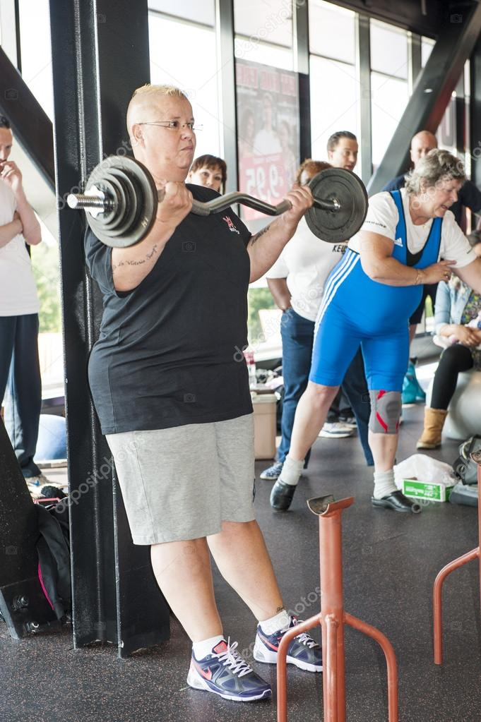 Female athlete performing the strict curl