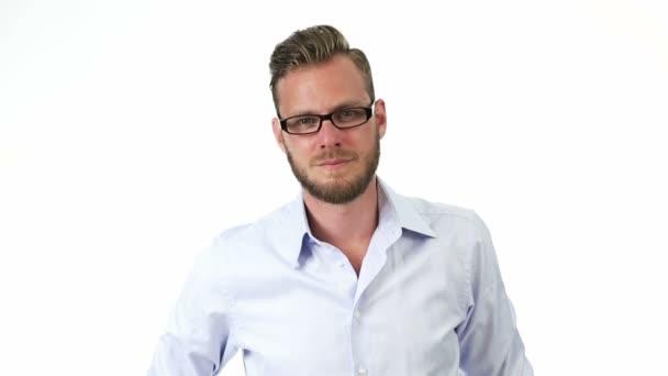 Muž v košili a brýle