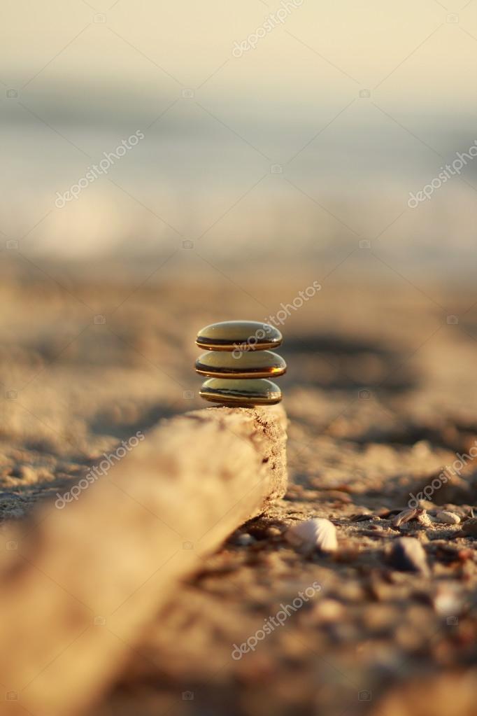 Pietre di vetro Zen in luce naturale del sole — Foto Stock ...