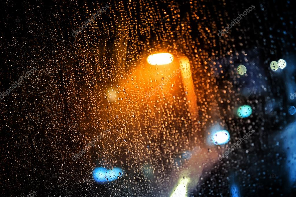 https://st2.depositphotos.com/2094567/6788/i/950/depositphotos_67889751-stockafbeelding-regen-druppels-op-het-venster.jpg