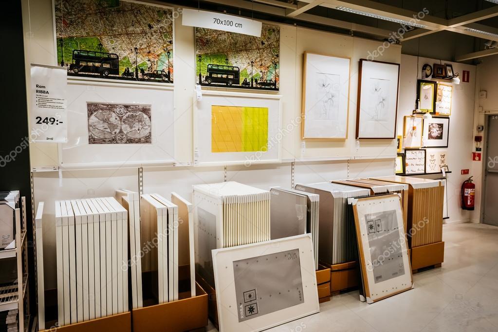 int rieur du grand magasin ikea avec une large gamme de. Black Bedroom Furniture Sets. Home Design Ideas