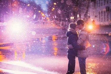 Snow lovers kiss city