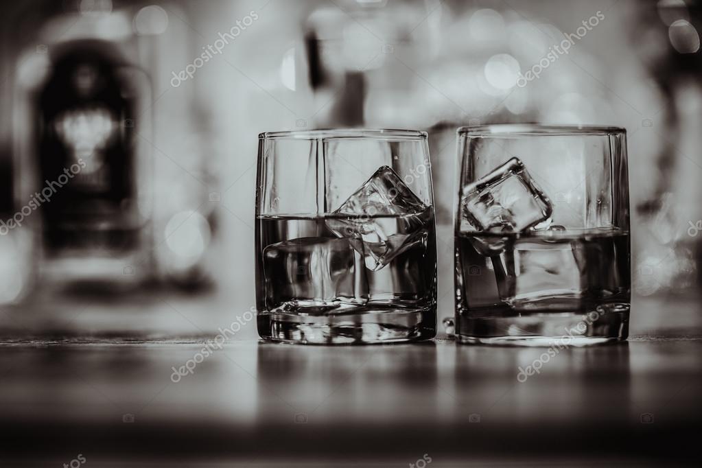 эффектно выглядят фото пустого стакана в чб все проверяй, где
