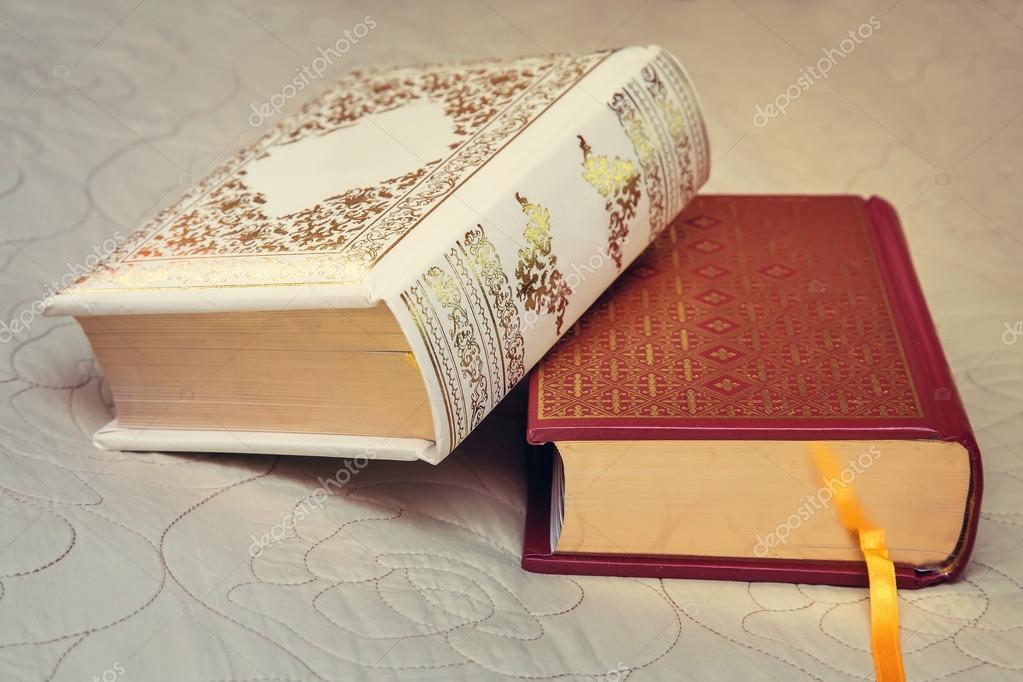 Due Libri Nelle Associazioni Di Belle Foto Stock Georgina198