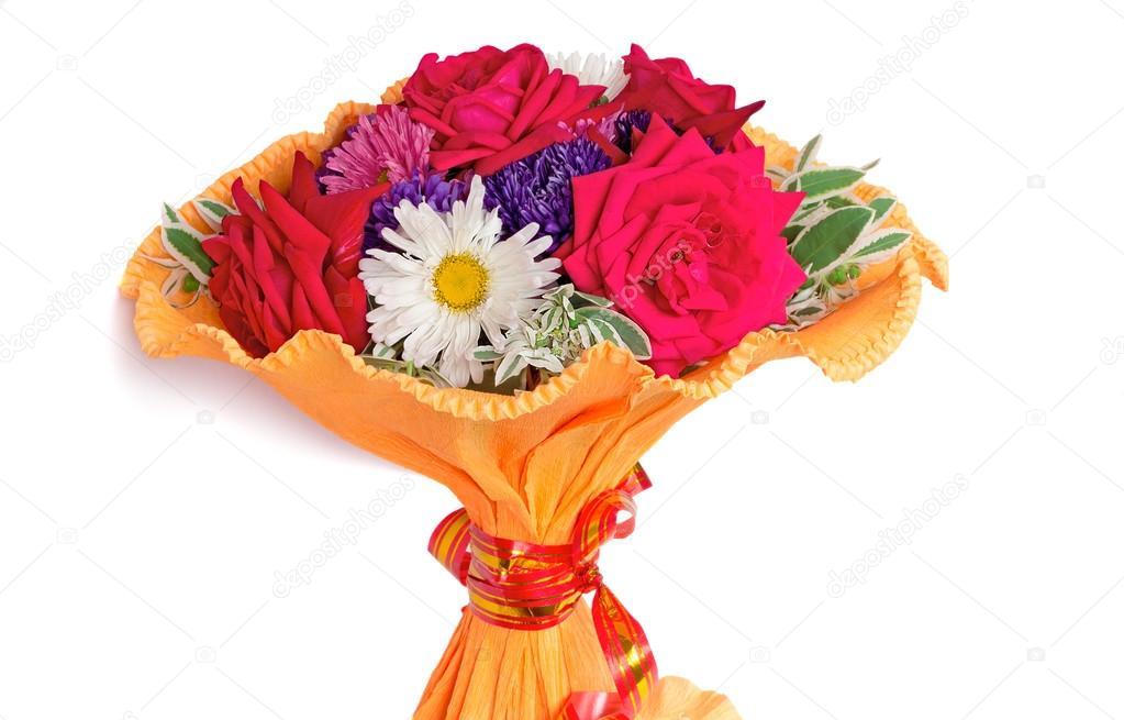 Букет цветов красных роз с астрами цветов