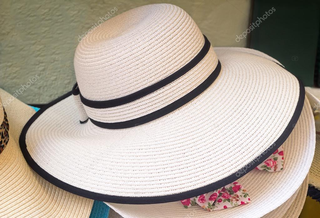 Női nyári kalap a nap elleni védelem — Stock Fotó © Georgina198 ... a801c498f3