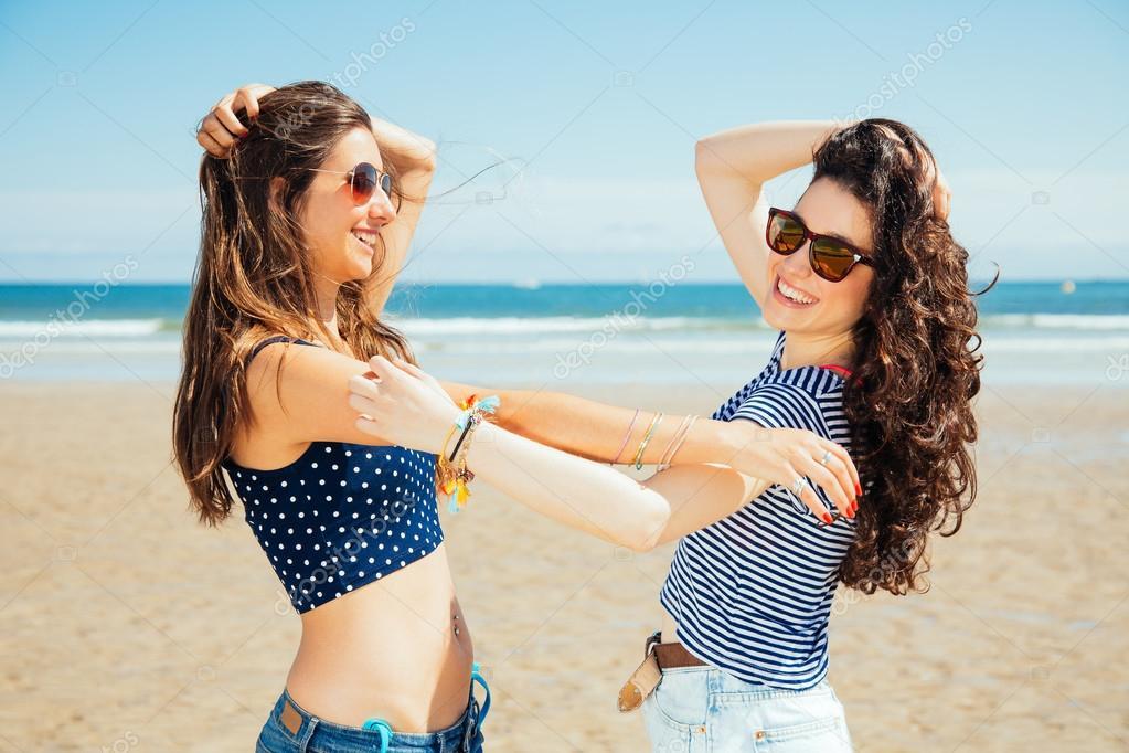 Fotos Divertidas De Amigas En La Playa Divertidos Amigos En La