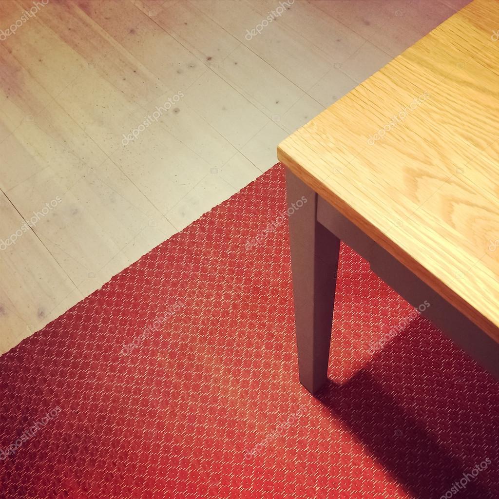 ダイニング テーブル上の赤いラグ — ストック写真 © goodmoodphoto #54639487