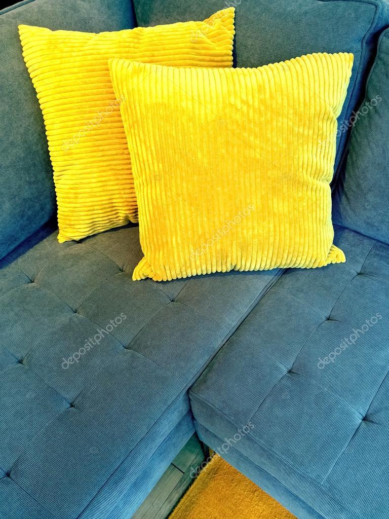 Blaues Sofa Mit Hellen Gelben Kissen Stockfoto C Goodmoodphoto