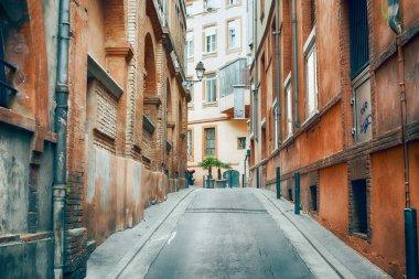 """Картина, постер, плакат, фотообои """"narrow historic street with old buildings in toulouse"""", артикул 119347556"""