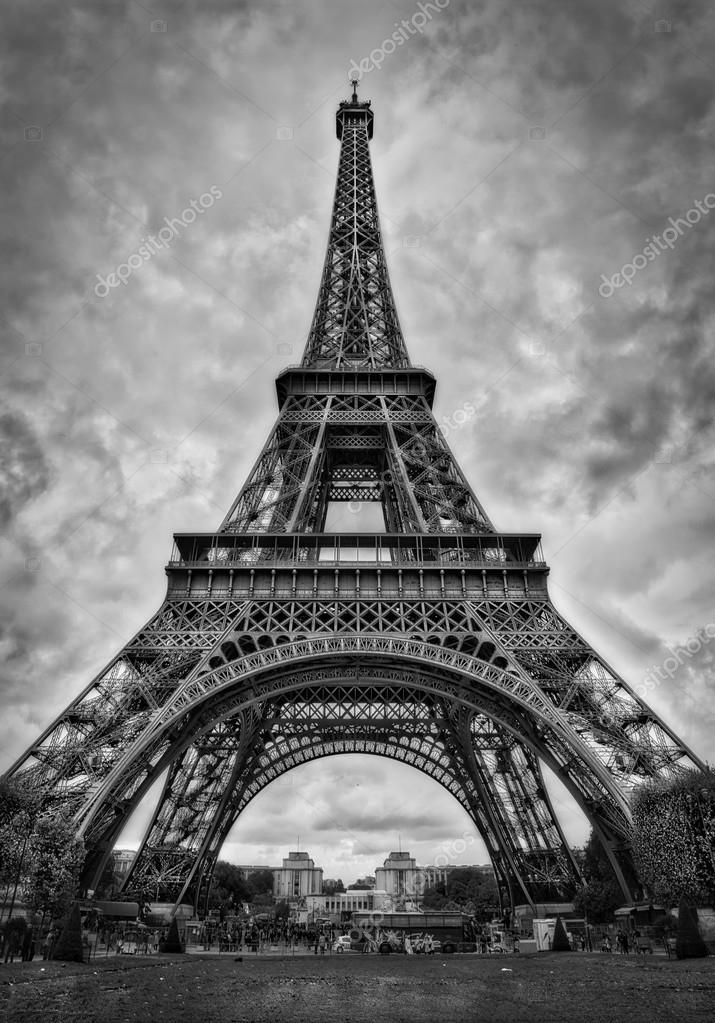 der eiffelturm paris schwarz wei stockfoto nevskyphoto 119636336. Black Bedroom Furniture Sets. Home Design Ideas